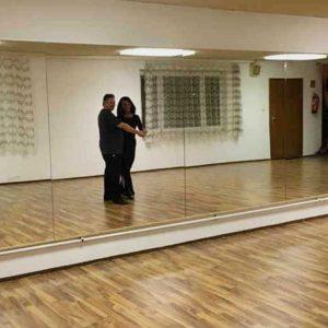 Wandspiegel im Tanzsaal